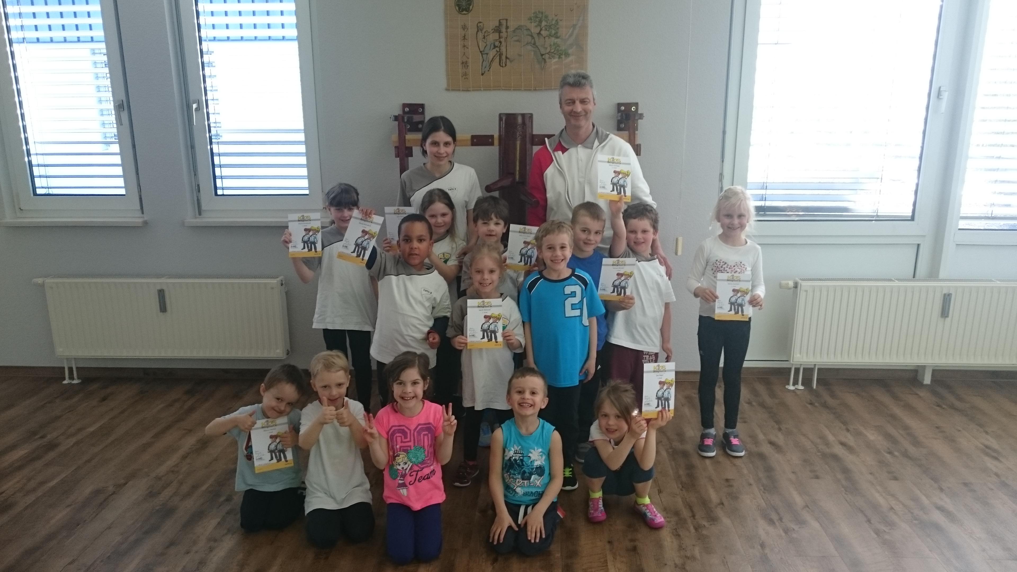 Kids Kampfsport-Prüfungen in effektiver Selbstverteidung