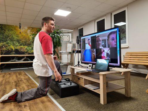 Das Bild enthält eine Darstellung des Online-Trainings